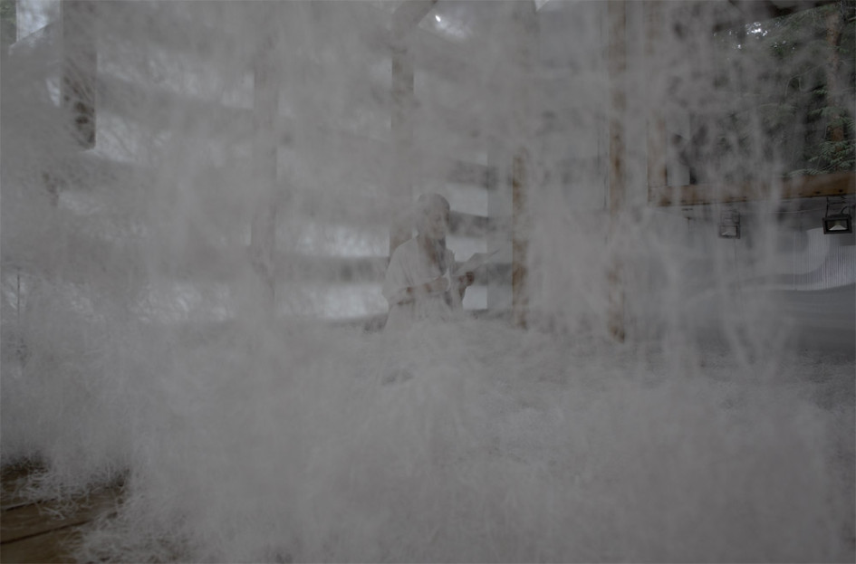 Суть работы  Сашико Абе заключается в филигранном разрезании бумаги на тончайшие полоски