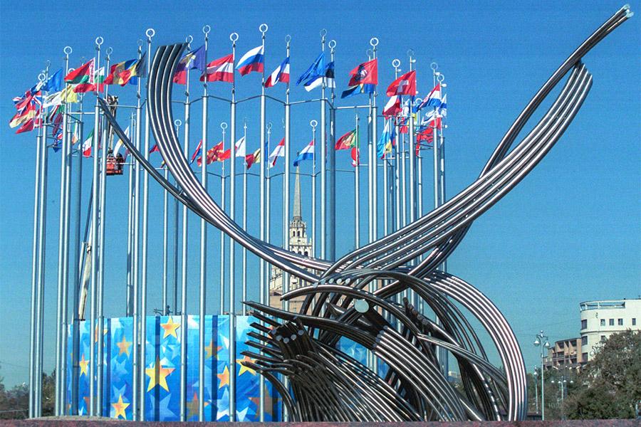 Скульптурная композиция «Похищение Европы» на площади Европы у Киевского вокзала в Москве
