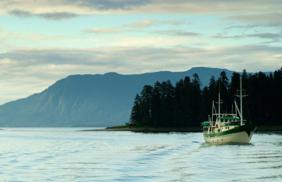 Рыболовное судно, острова на Аляске