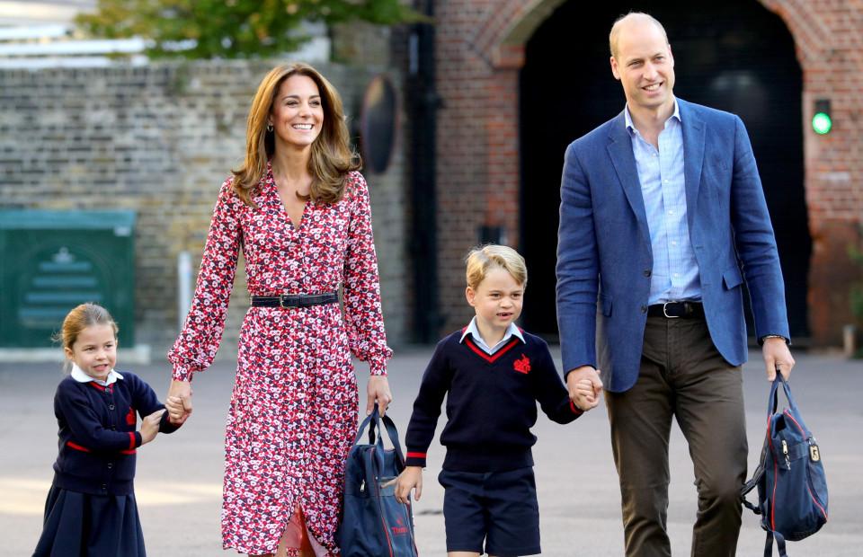 Герцогиня Кембриджская Кэтрини принц Уильям с детьми