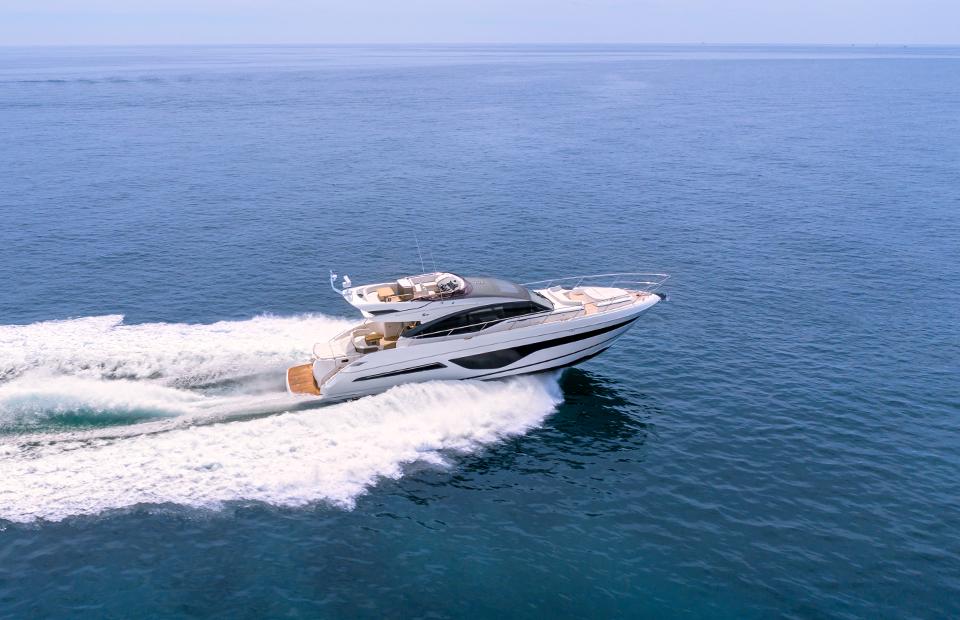 Яхта Princess S66