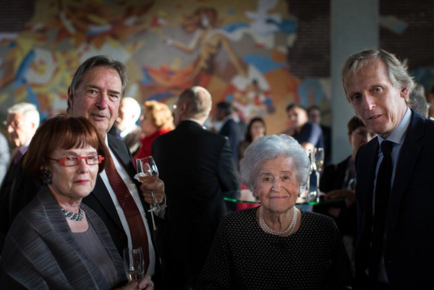 Ирина Антонова (в центре)