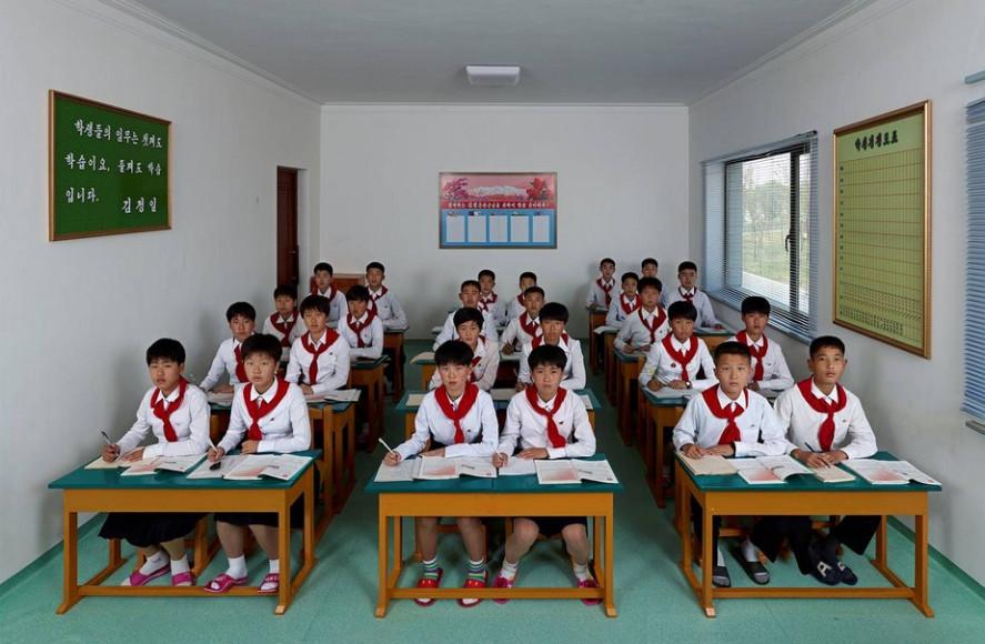 Вонг Гуафенг. Урок английского языка в Международной футбольной школе Пхеньяна. Северная Корея. 2014