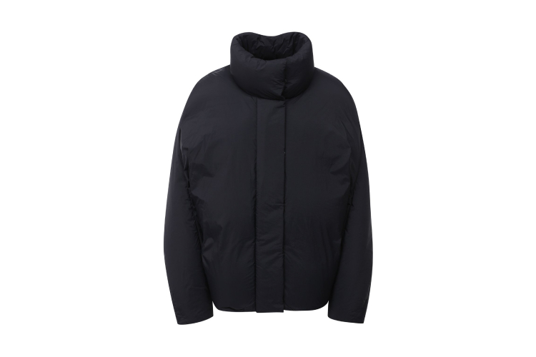 Женская куртка Low Classic, 67 600 руб. (ЦУМ)