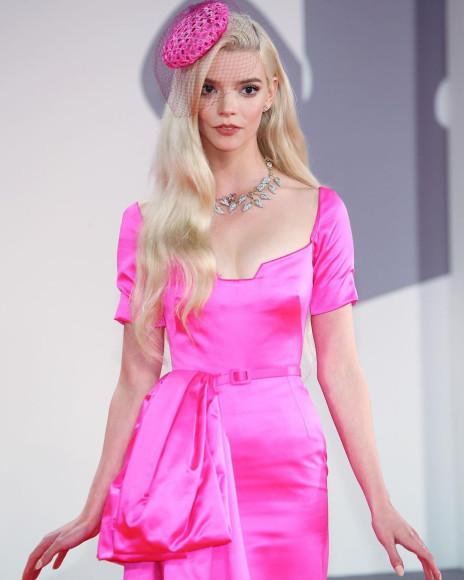 Аня Тейлор-Джой в платье Dior Haute Couture и украшениях Tiffany & Co. на премьере фильма «Прошлой ночью в Сохо» на Венецианском кинофестивале, 2021