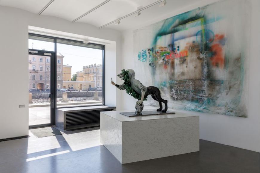 «Привлечь внимание делающего селфи сфинкса», выставка арт-группы Crocodilepower в галерее Марины Гисич