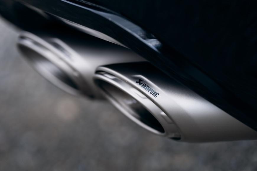 Выхлопная труба турбонагнетателей кроссовера Urus,  Lamborghini
