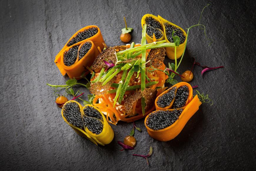 Два вида моркови с черной щучьей икрой и кремом из брокколи