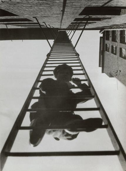 Александр Родченко. «Пожарная лестница». Из серии «Дом на Мясницкой улице», 1925