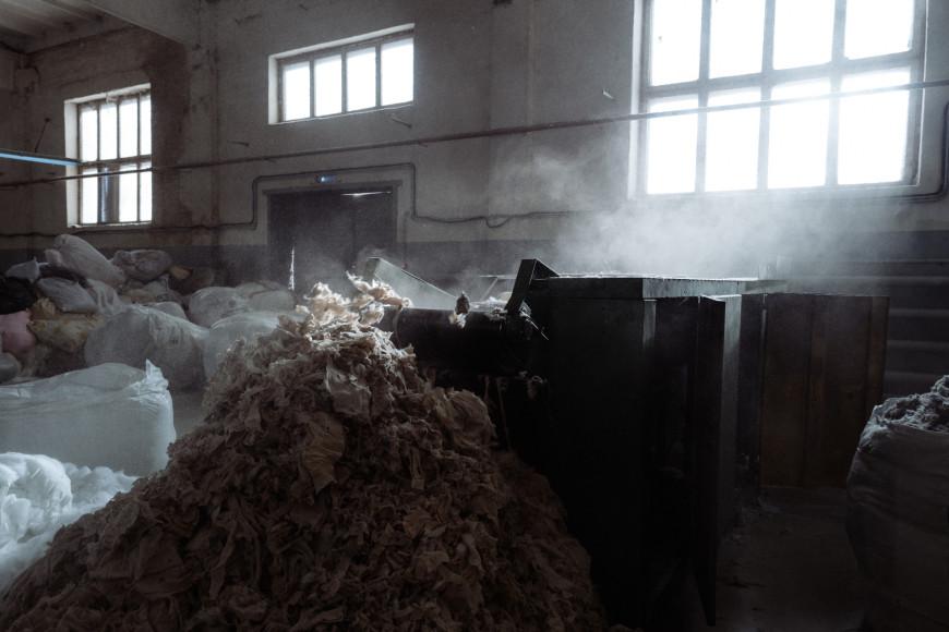 Процесс переработки текстиля на фабрике «Красная ветка» в Кинешме