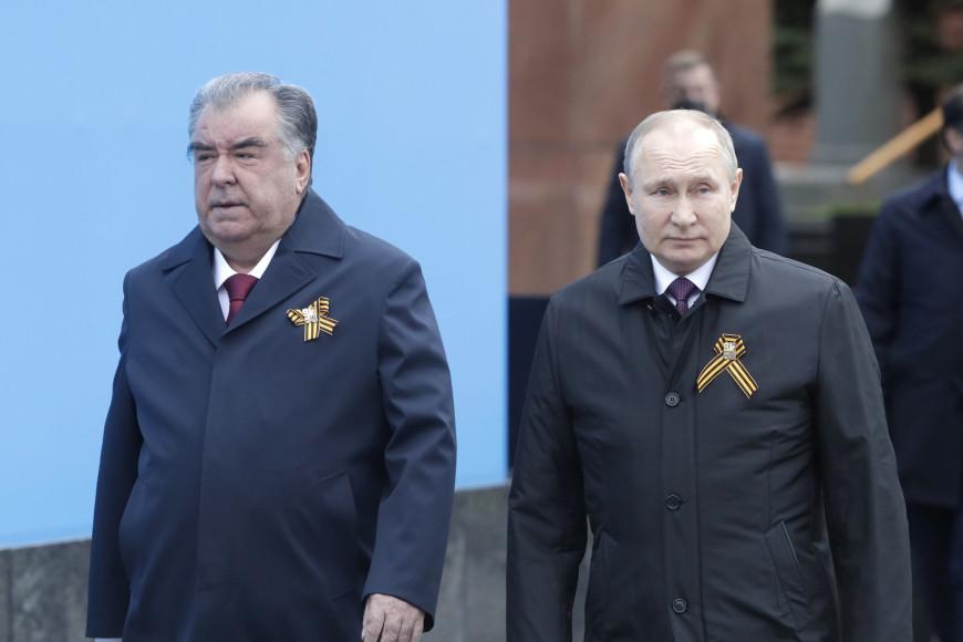 Владимир Путин на параде в честь Дня победы, 2021