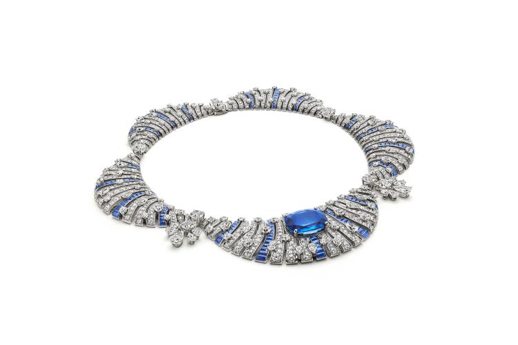 Колье Sapphire Petal, сапфир 34,45 карата, 2200 часов работы