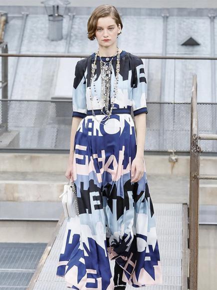 Алина Болотина на показе Chanel