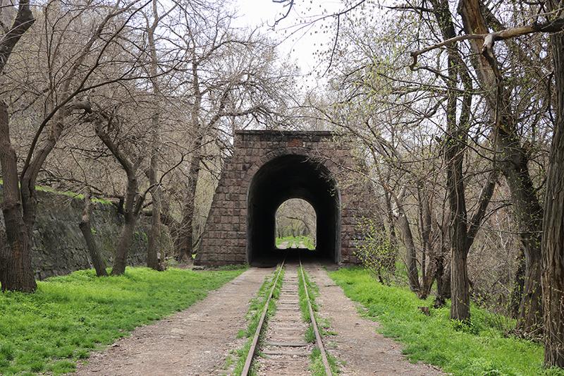 Сцена Tunel