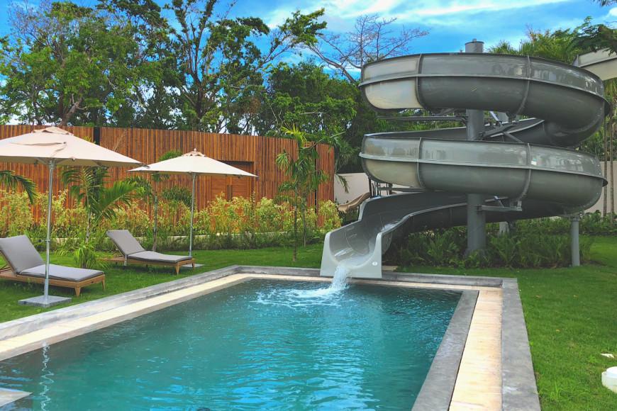 Водяная горка и бассейн (ANI Private Resort Dominican Republic)