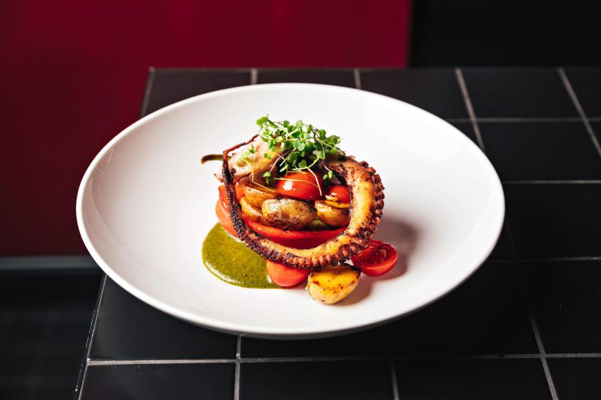 Щупальца осьминога с печёным перцем