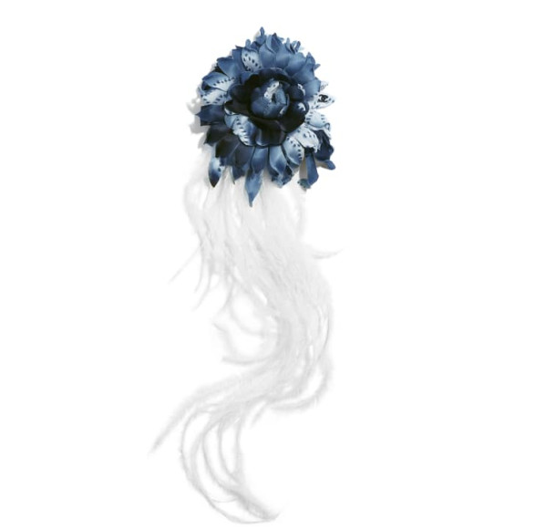 Камелия Chanel (chanel.com) — 112 700 руб.