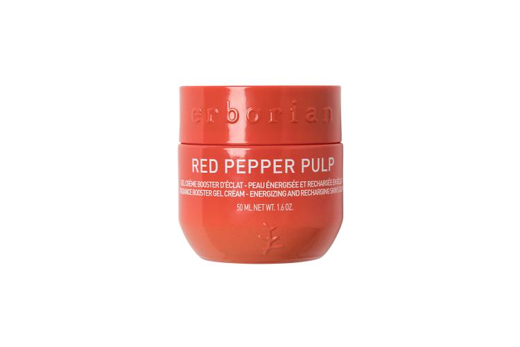 Гель-крем для лица Red Pepper Pulp, Erborian вернет коже естественное сияние, сделает ее более гладкой и упругой, а также восстановит эластичность и придаст заряд энергии благодаря экстракту мякоти красного перца, ниацинамиду, лакрице и гиалуронату натрия в составе