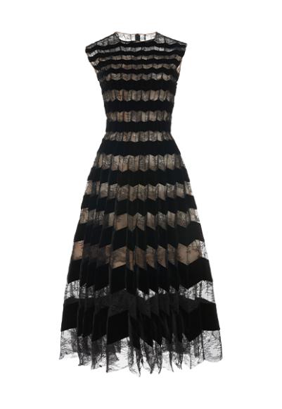 Платье Oscar de la Renta, 229 500 руб. (ЦУМ)