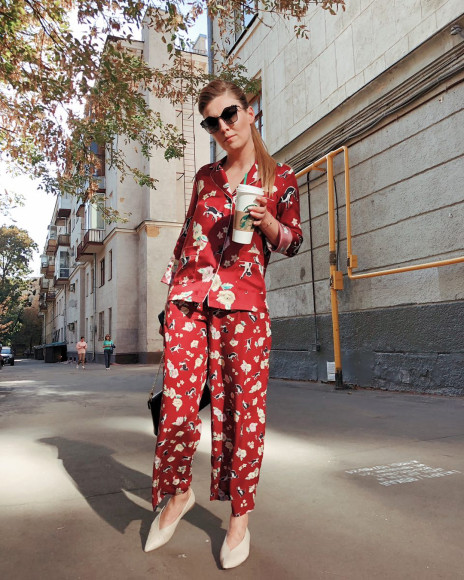 Ольга Скабеева в пижамном костюме