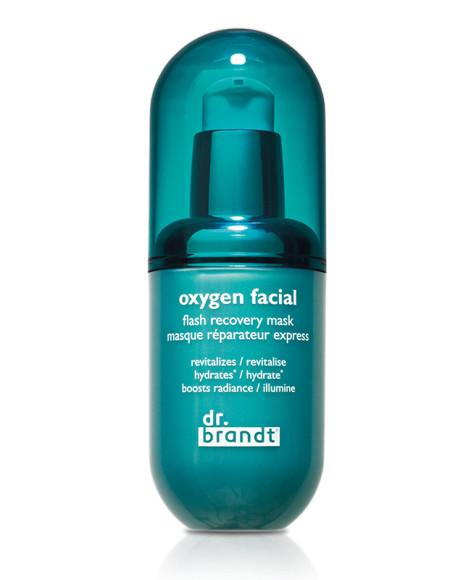 Маска Oxygen Facial Flash Recovery Mask, Dr. Brandt созданаспециально для жителей мегаполисов — всего за триминуты средство избавляет кожу от кислородного голодания, плюсвыводит токсины и защищает от внешних загрязнений благодаря пептидам семян моринги в составе.
