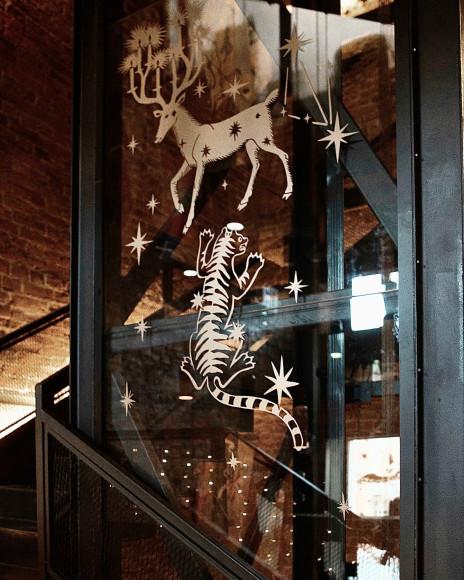 Выставка «По контуру вымышленных миров» в интерьерах Wynwood Hotel