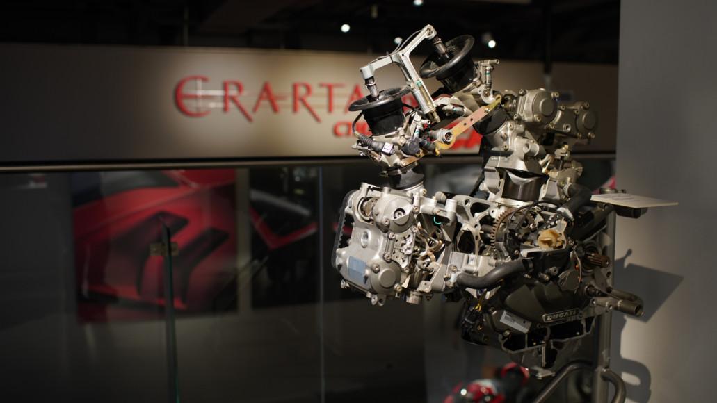 Мотор Ducati сдесмодромныммеханизмом