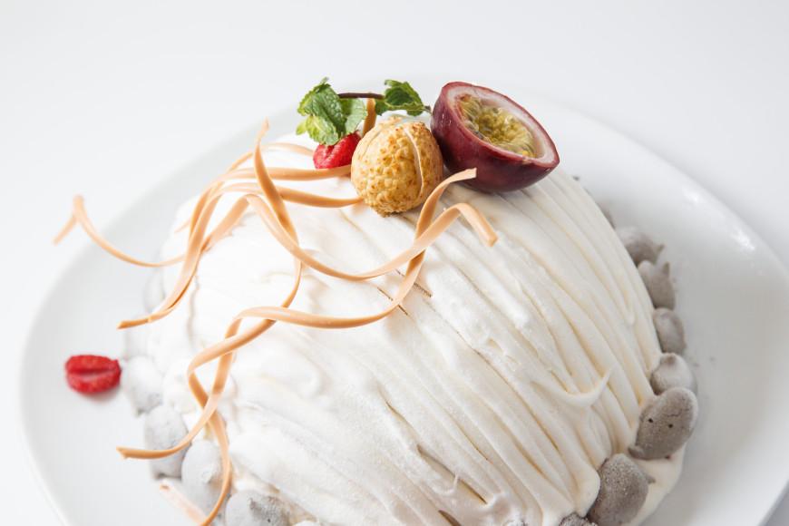 """Десерт «Фруктовый торт-мороженое """"Тай""""», приготовленный еще одним участником конкурса —Магомедом Бабаевым"""
