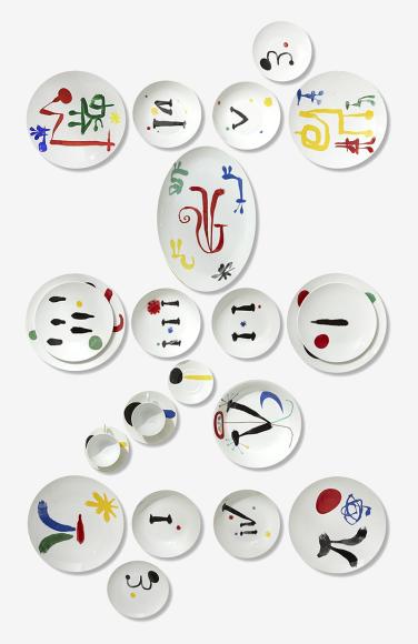 Сервиз из 100 предметов на 12 персон Parler Seul, Bernardaud (ЦУМ), 2 545 000 руб.