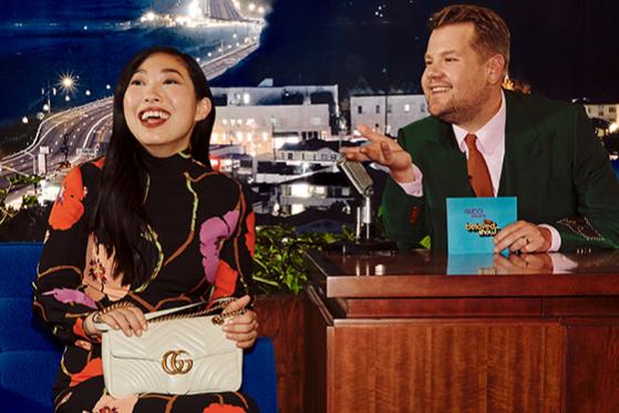 Джеймс Корден и Аквафина с сумкой GG Marmont