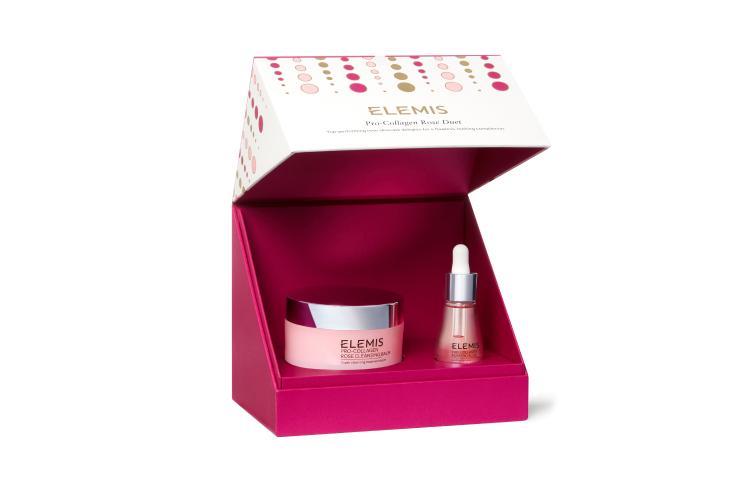 Набор «Розовый дуэт Про-Коллаген», Elemis включает бальзам для умывания, масло для лица и очищающую салфетку. Формула средств содержит экстракты и масла английской идамасской розы, а также шиповника, которые успокаивают, питают кожу и придают ей аромат