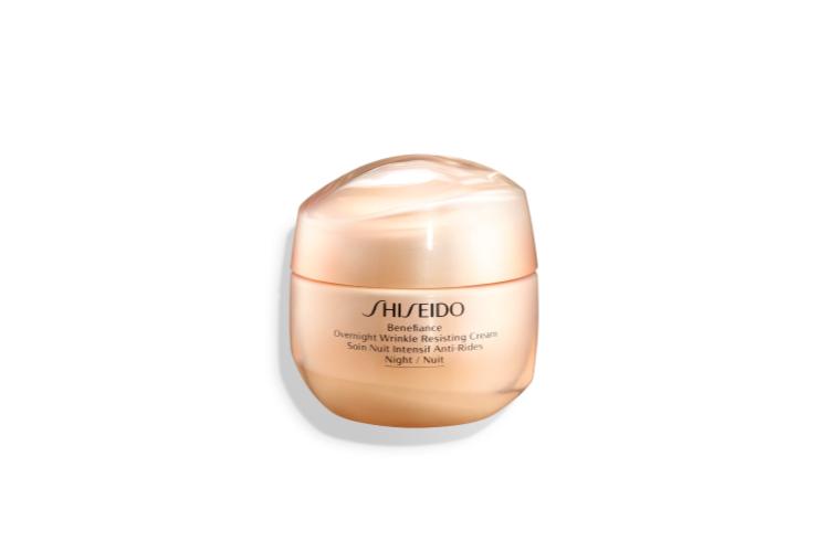 Ночной крем с комплексом против морщин Benefiance WrinkleResist 24 Night Cream, Shiseido разработан для зрелой кожи. Он делает ее более плотной и упругой, восстанавливает контур лица, насыщает кожу жизненной силой. Главный компонент формулы— карнозин DP, который борется со свободными радикалами, стимулируя защитные функции и продлевая продолжительность жизни клеток