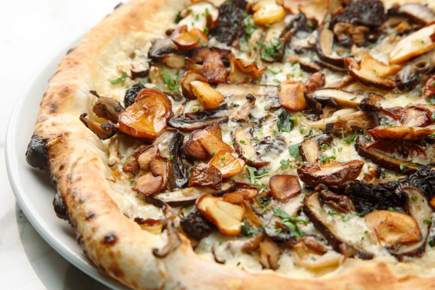 Пицца с пятью видами грибов