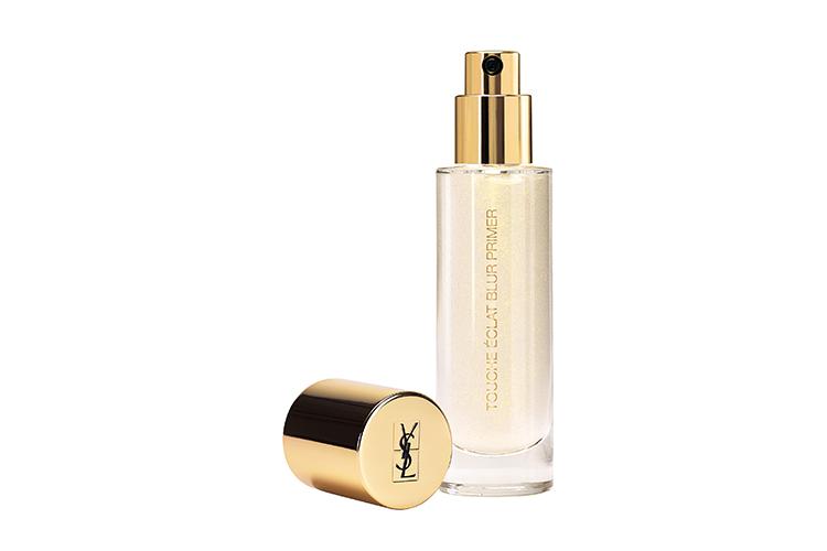Основа под макияж Touche Eclat Blur Primer, Yves Saint Laurent Beaute на основе формулы, обогащенной четырьмя питательными маслами кукурузы, абрикосовых косточек, пассифлоры и рисовых отрубей, смягчает кожу, не оставляя эффекта жирной пленки, а также сужает поры и придает сияние