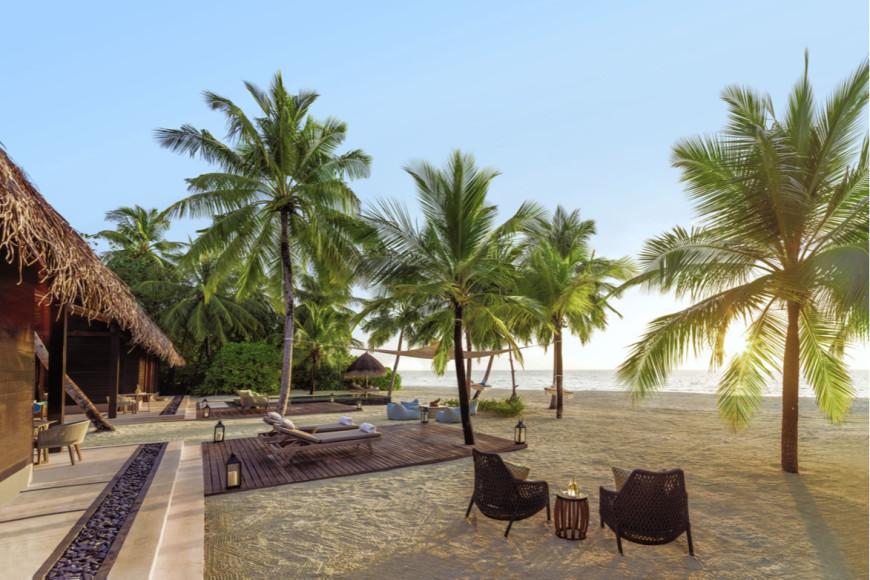Зона отдыха на вилле с двумя спальнями на курорте One&Only Reethi Rah (Мальдивы)