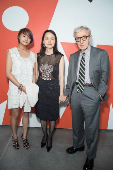 Режисер Вуди Аллен с женой и дочерью