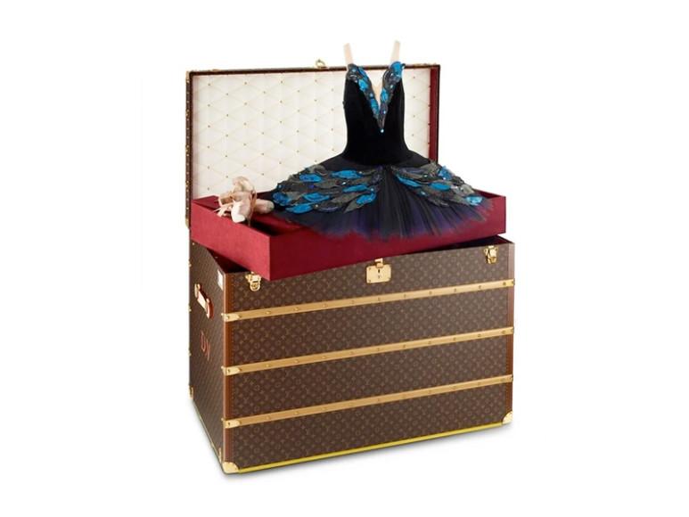 Сундук Louis Vuitton, созданный для перевозки концертных костюмов и пуантов Дианы Вишневой