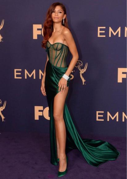 В платье Vera Wang на церемонии «Эмми», 2019