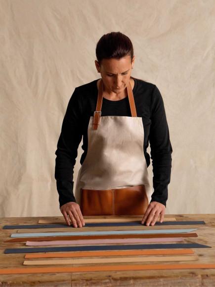 Процесс создания сумки Loewe Woven из кожи, оставшейся от предыдущих коллекций
