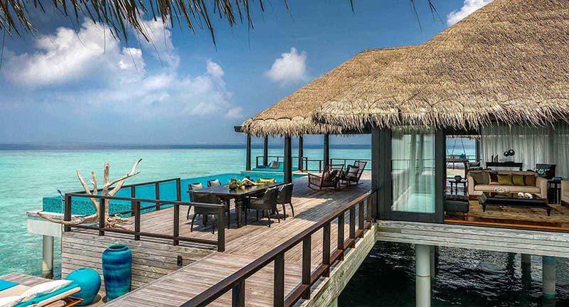 Терраса виллы на воде, Anantara Kihavah Maldives Villas