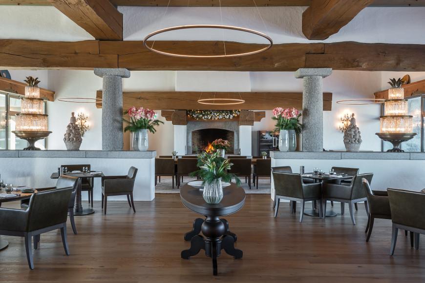 Зал ресторана Oak Grill & Pool Patio