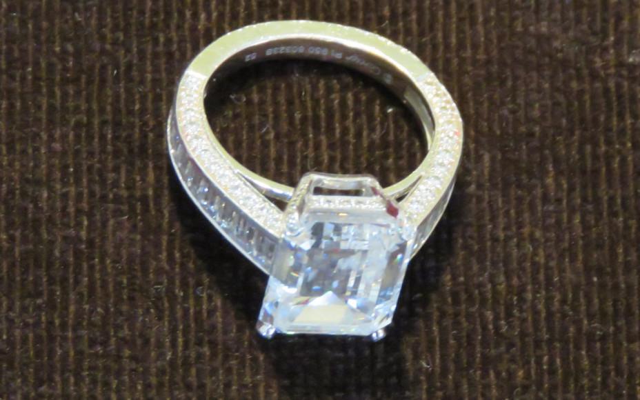 Бриллиантовое кольцо Cartier стоимостью£1,2 млн