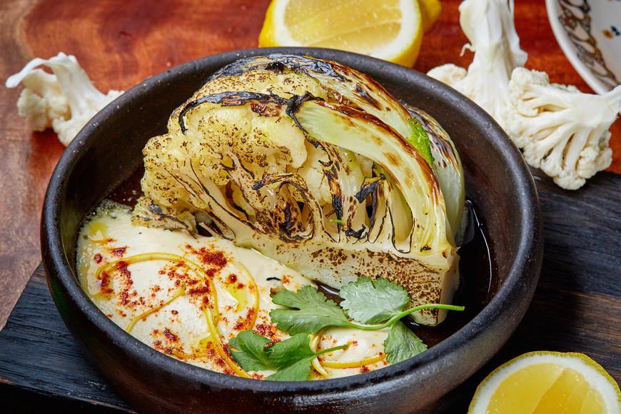Цветная капуста, запеченная в печи с кунжутным соусом