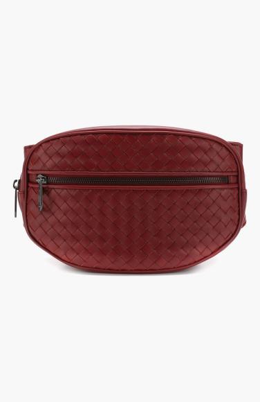 Поясная сумка Bottega Veneta (Третьяковский проезд), 94 800 руб.