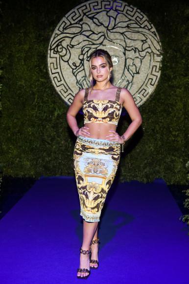 Эддисон Рэйна показе совместной коллекции Fendi и Versace