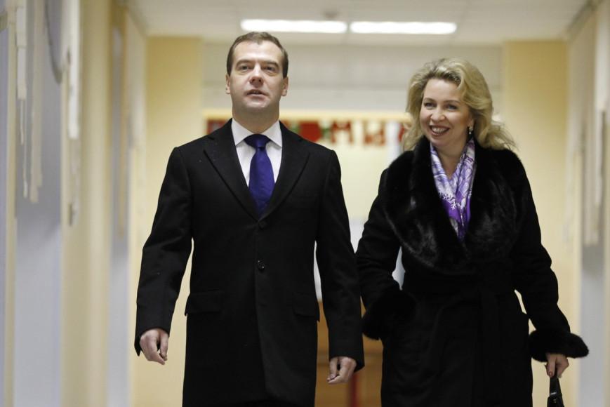 Дмитрий и Светлана Медведевы на голосовании на выборах в Госдуму, 2011