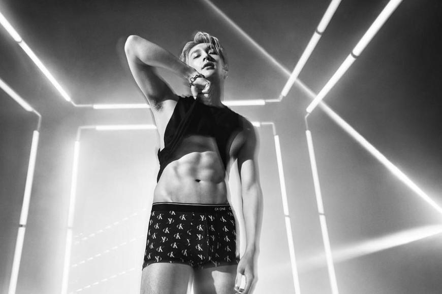 Участник EXO Чжан Исин в рекламной кампании Calvin Klein, март 2020