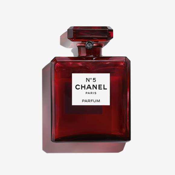 Парфюмерная вода №5 во флаконе из алого стекла, Chanel. Цена по запросу