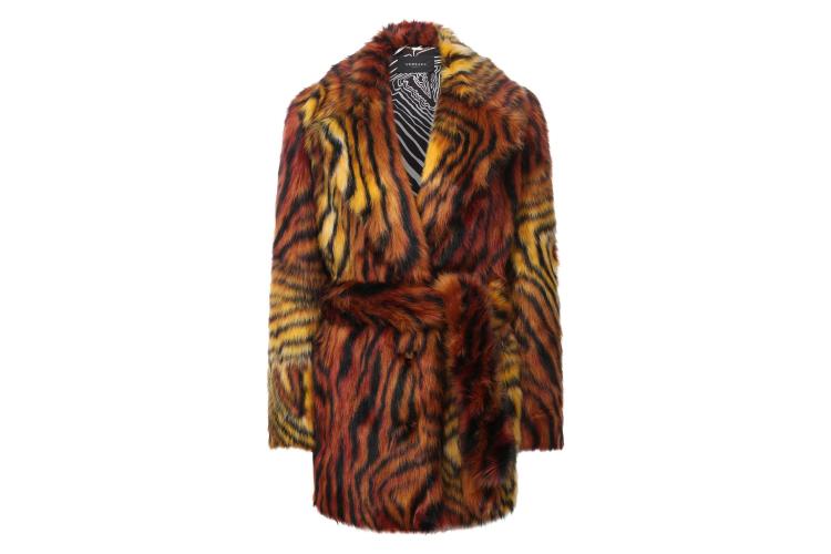 Шуба Versace, 242 500 руб. (ЦУМ)