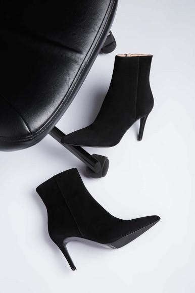 Дебютная коллекция обуви No One